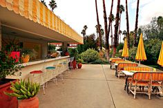 Hotel Design Inspiration: The Parker Palm Springs & Jonathan Adler Palm Springs Hotels, Tanjong Beach, Parker Hotel, Lemonade Bar, Parker Palm Springs, Hotel Concept, Café Bar, Garden Bar, Hotel Interiors