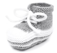 Babyturnschuhe stricken Schritt 7 You are in the right place about babyschuhe sitricken ein Baby Knitting Patterns, Knitting For Kids, Easy Knitting, Baby Patterns, Knitting Sweaters, Knit Baby Shoes, Baby Girl Shoes, Baby Booties, Baby Outfits