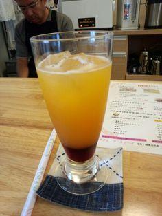 今日は喫茶店でフルーツアイスティーいただいています。