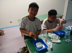 Students from G.T.(Ellen Yeung) College (Primary Section), Hong Kong taking part in the experiment
