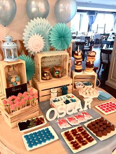 Decoration Buffet, Dulce Candy, Candy Buffet Tables, Party Food Platters, Fruit Box, Baby Shower, Ideas Para Fiestas, Candy Party, Party Items