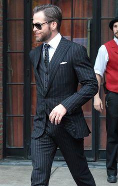 Chris Pine in Ralph Lauren in NYC.love the pinstripe suit and polka dot tie, he pulls this off this nicely! Modern Gentleman, Gentleman Style, Sharp Dressed Man, Well Dressed Men, Aldo Conti, Look Formal, Three Piece Suit, 3 Piece, Pinstripe Suit