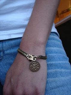 Great idea for those old blue jean zippers. Make a bracelet out of it!