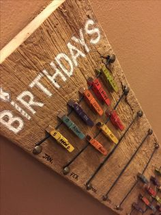 Birthday calendar with moveable mini clothespins. Geburtstagskalender Wäscheklammern DIY