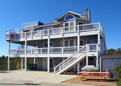 Dolphin's Delight is the perfect choice for your Outer Banks vacation.  It's pet friendly, sleeps 14, and is oceanside in Corolla!