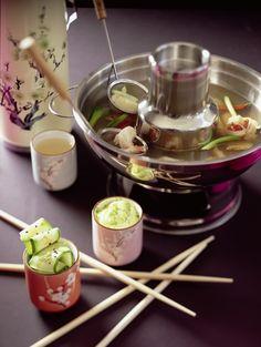 Aziatische fondue met garnalenboillon, coquilles en verse gember. Recept op elleeten.nl | ELLE Eten