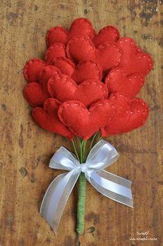 Buquê de corações de feltro - Vermelho - (PARA O DIA DAS MÃES, DOS NAMORADOS)