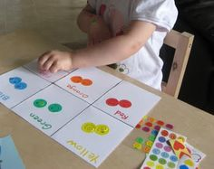 color sorting using variety of colored stickers. and other color sorting activities Toddler Fun, Toddler Learning, Early Learning, Fun Learning, Toddler Activities, Preschool Colors, Teaching Colors, Preschool Activities, Rainbow Activities