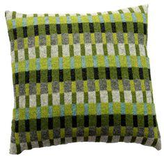 StrikkeopskriftTante Tinne. Grønne farver kombineret med grå og turkis. Produktinformation:Strikket mål 37 x 37 cm Monteret mål 40 x 40 cm Strikket i Superso Knitting Stitches, Hand Knitting, Knitting Patterns, Big Knit Blanket, Knitted Cushions, Palestinian Embroidery, Big Knits, Knit Pillow, Knitting Projects