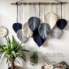 ideas for beginners Diy Home Crafts, Yarn Crafts, Arts And Crafts, Sewing Crafts, Macrame Wall Hanging Patterns, Macrame Patterns, Macrame Design, Macrame Art, Creation Deco