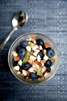 Pin for Later: Try These Overnight Oats Recipes — All Under 400 Calories Flat-Belly Overnight Oats Get the recipe here: Blueberry-Pineapple Overnight Oats Oats Recipes, Healthy Recipes, Free Recipes, Vegetarian Recipes, Recipies, Flat Belly Overnight, Almond Milk Yogurt, Low Sugar, Perfect Food