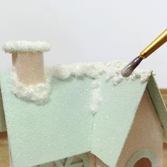 How to: decorate a putz house with snow … - Modavigo Retro Christmas Decorations, Christmas Village Houses, Putz Houses, Christmas Villages, Mini Houses, Glitter Crafts, Christmas Projects, Holiday Crafts, Glitter Gif