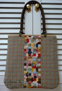 Labores de Tania: Bolso japonés Patchwork Bags, Quilted Bag, Fabric Bags, Fabric Scraps, Yo Yo Quilt, Japanese Bag, Colorful Quilts, The Design Files, Tote Pattern