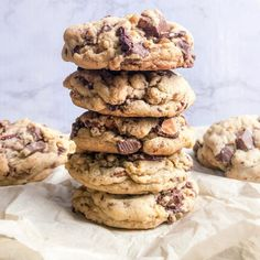 Super chunky chocolate chip cookies | Halicopter Away Chunky Chocolate Chip Cookies, Chocolate Toffee, Chocolate Treats, Chocolate Flavors, Chocolate Chips, Nut Free Cookies, Filled Cookies, Baking Power, Cinnamon Roll Cookies