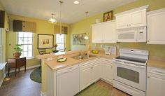 The Dean Model at Hampton Roads Crossing features an efficient kitchen.