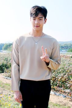 """""""[STARCAST] Scenes full of sweetness and softness from MONSTA X's 2018 Season's Greetings - Shownu Source: Naver"""""""