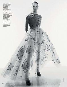 Elle Itália Abril 2015 | Alexandra Martynova e Carolina Thaler por Mark Pillai [Couture]