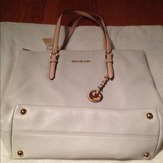"Michael Kors jet set vanilla tote bag Michael Kors vanilla tote bag with gold detail-handle drop 9"" Michael Kors Bags Totes"