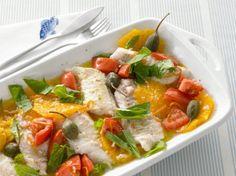 Ein Klassiker neu interpretiert: Das zarte Kabeljaufilet wird mit Orange, Tomaten, Kapernäpfeln und Basilikum gratiniert - frisch und lecker!