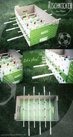 Collage-Tischkicker-aus-Pappe