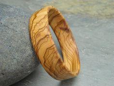 Brazalete de madera de olivo