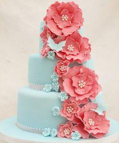 Ponqué de Bodas Azul con Flores Coral -- Fotografía: Cakes by Heather Jane