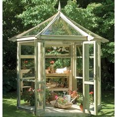 Inspiring Small Greenhouse For Backyard Pictures Ideas. Landscaping Gallery at Small Greenhouse For Backyard Greenhouse Shed, Small Greenhouse, Greenhouse Gardening, Greenhouse Wedding, Portable Greenhouse, Indoor Gardening, Organic Gardening, Greenhouse Restaurant, Pallet Greenhouse