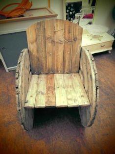 Wer in diesem Kabeltrommelsessel einmal dringesessen hat, möchte eigentlich nicht mehr aufstehen....,Upcycling Gartenstuhl Sessel / Stuhl aus großer Kabeltrommel in Nordrhein-Westfalen - Hattingen: