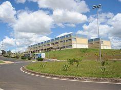Quadrilha arromba cofre e leva R$ 9,5 mil de campus da Unesp em Franca -   Uma quadrilha arrombou um cofre e levou R$ 9,5 mil em dinheiro que estava na sala de finanças do campus da Universidade Estadual Paulista (Unesp), no Jardim Petráglia emFranca(SP), na madrugada desta segunda-feira (6).  De acordo com a Polícia Militar, dois vigilantes foram rendidos - http://acontecebotucatu.com.br/geral/quadrilha-arromba-cofre-e-leva-r-95-mil-de-campus-da-unesp-em-fra