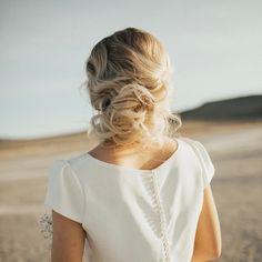 This beauty is on the blog. Link in bio. #hairandmakeupbysteph photos: @kelsieemmphoto model: @jillcheel dress: @janay.marie #bridehair #bride