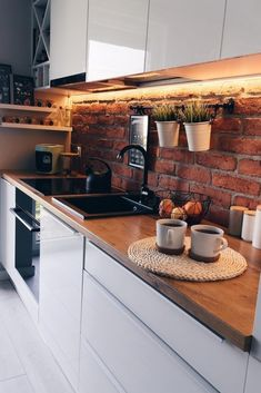 White Kitchen Decor, Kitchen Interior, Design Loft, Budget Home Decorating, Home Improvement Loans, Brick Design, Cuisines Design, Beautiful Kitchens, Home Kitchens