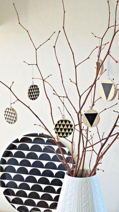 Holzschmuck für Baum oder Strauch, geometrische Muster / wooden christmas tree decoration, geometrical, scandic by Ahoj-2012 via DaWanda.com
