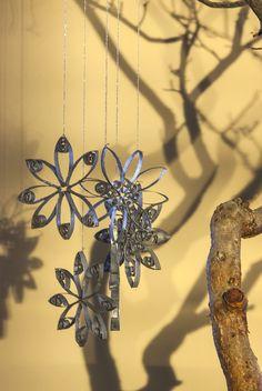 Estrellas para adornos de navidad, realizadas con rollos de papel higiénico.