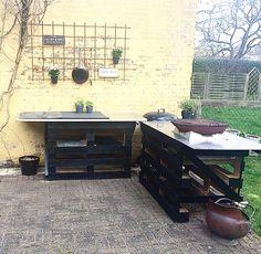 Rustikt udendørs køkken.