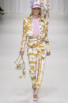 Versace Spring 2018 Ready-to-Wear  Fashion Show Collection