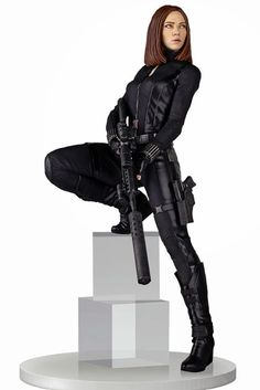 """Incoming: Gentle Giant """"Captain America: The Winter Soldier"""" 18-inch Black Widow Statue"""