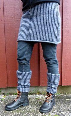 Reuse a sweater and sew a warming shirt to pull over jeans when it is cold outside and use the sleeves to the leg warmers (in Swedish) Återanvänd en tröja och sy en kjol och använd ärmarna till matchande benvärmare.