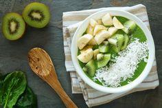 Smoothie-Bowl  #smoothie #banana #kiwi #kokos #cocos #yummy #dates #avocado #spinach