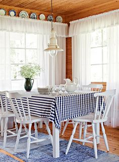 country kitchen -- chairs, chairs and chairs Country Kitchen, Country Decor, Decoration, Room Inspiration, Home Furnishings, Beach House, Sweet Home, Cottage, Interior Design