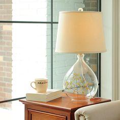 Het lampje naast je bed op je nachtkastje...
