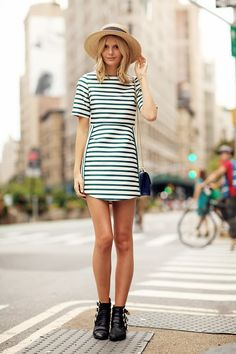 Jessica Stein Street Style - Looks Super Cute With Striped Dress | Fashion On The Week