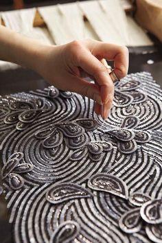 The haute-couture atelier ♕ Tambour Beading, Tambour Embroidery, Couture Embroidery, Couture Sewing, Embroidery Designs, Embroidery Fashion, Zardosi Embroidery, Embroidery Fabric, Couture Details