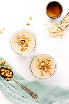 Vegan Banana Bread Smoothie | Creamy, sweet, and nourishing. This smoothies is made with a base of ripe bananas, oats, dates, and almond milk!