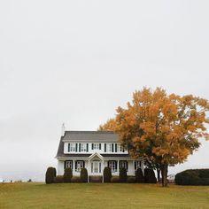 old man sea - simply-divine-creation: Jeanne RD Fresh Farmhouse, Farmhouse Homes, Farmhouse Style, Modern Farmhouse, Exterior Design, Interior And Exterior, Sweet Home, House Goals, Life Goals