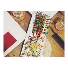 #tataki de #atun con #aguacate y #tempura en #artandsushi  #LaCoruña #sushibar #JuanFlorez52 #japanesefood by art_and_sushi