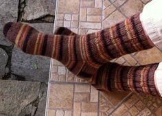 """... für 4-fach Sockenwolle. Anfängertauglich.    """"HOCHWASSERSOCKEN""""   Ich nenne sie so, weil ich sie für jemanden gestrickt habe, den das le..."""