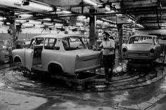 Montage des Trabant VEB Sachsenring Automobilwerke Zwickau, 1988 | © ullstein bild / Esch-Kenkel