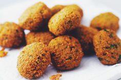 Um prato tradicional do Oriente Médio, que é ótimo para um lanche rápido, perfeito como uma entrada, ou até mesmo como prato principal. Perfeito para veganos! <3 – INGREDIENTES: 250g de gr…