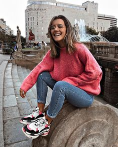 21 Cool Jeans And Fuzzy Sweaters Stylish Outfits, Fashion Outfits, Womens Fashion, Style Fashion, Spring Outfits, Winter Outfits, Quoi Porter, Mein Style, School Looks