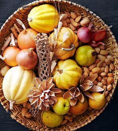かぼちゃやさつまいも、にんじん、まいたけ、柿、リンゴ、さんま、鮭、イクラなど秋が旬の食材はそのもの自体がそもそも美味しいから、失敗が少なくて絶品料理が作れちゃうんです。ということで今回は秋の簡単(手抜きじゃないヨ。)スイーツ特集。目にもあざやかなスイーツでお腹も心も目も癒やされちゃいましょう。